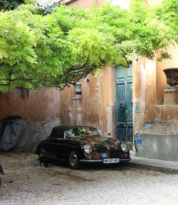 10. Jaren vijftig beeld bij een villa aan de Via Margutta