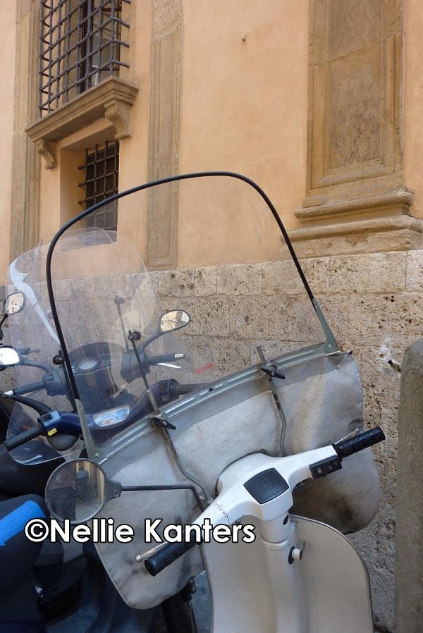 14-P1250850-Vespa-Siena