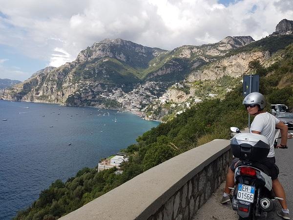 Op-de-scooter-langs-de-Amalfikust-1