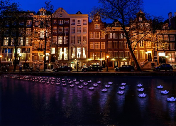 impressie-amsterdam-light-festival-flower-strip-aether-hemera