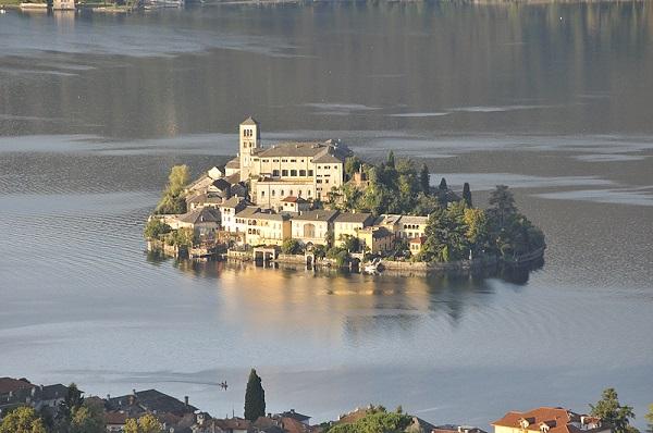 isola-san-giulio-lago-orta-meer-piemonte-2