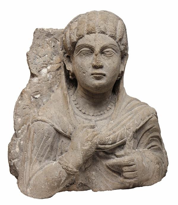 12-grafplaat-van-een-vrouw