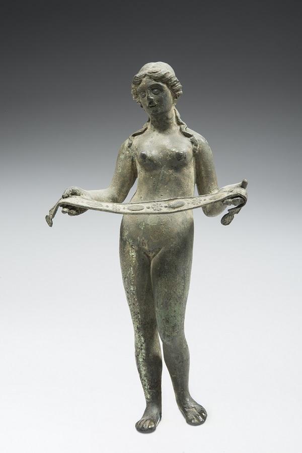 2-beeldje-van-aphrodite-venus-met-borstband