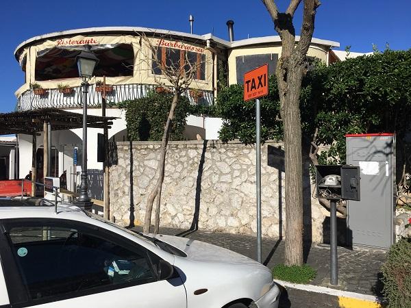 anacapri-piazza-taxi