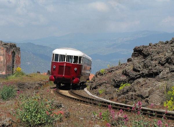 circumetnea-etna-sicilie-trein