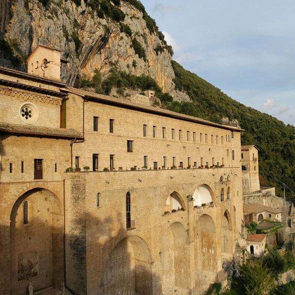 italian-wonder-ways-subiaco-klooster