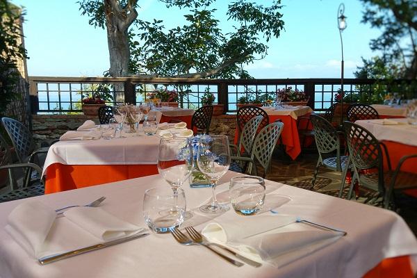 3x culinair genieten rondom lago trasimeno ciao tutti ontdekkingsblog door itali - Traditionele bed tafel ...