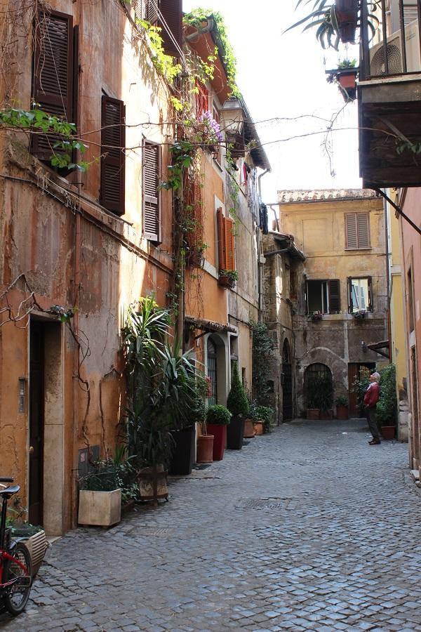 4. Intiem straatje in Trastevere