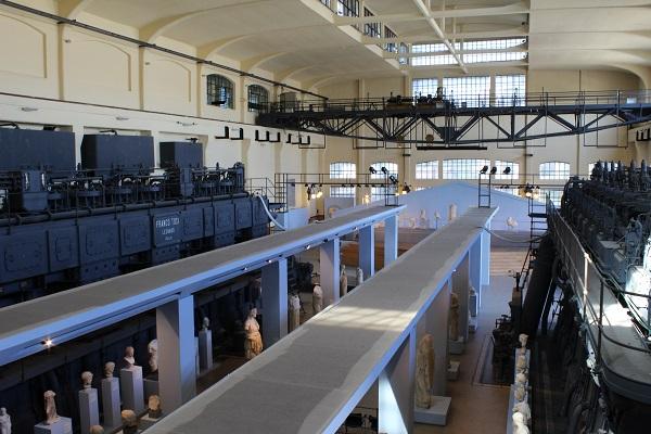 6. Museum Centrale Montemartini. Schitterend contrast tussen de witte sculpturen en de donkere machines van deze voormalige elektriciteitscentrale