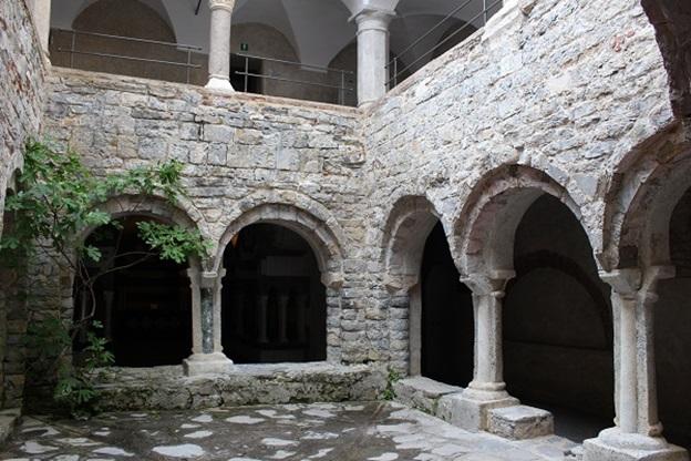 Abbazia-San-Fruttuoso-Ligurië-11