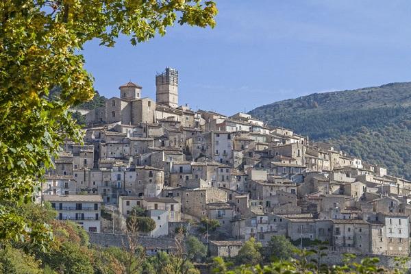 Abruzzo-Castel-del-Monte-1 (1)