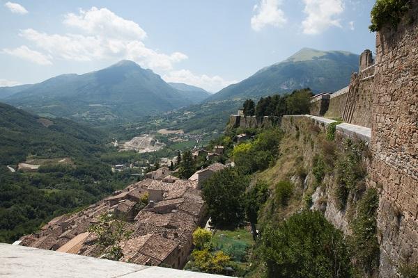 Abruzzo-Civitella-del-Tronto-burcht