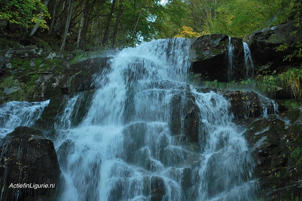 Arroscia-watervallen -Ligurië