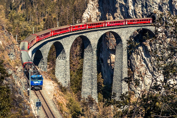Bernina-Express-Zwitserland-Italië-trein (1)