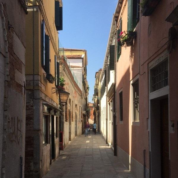 Calle-Lunga-San-Barnaba-Al-Profeta