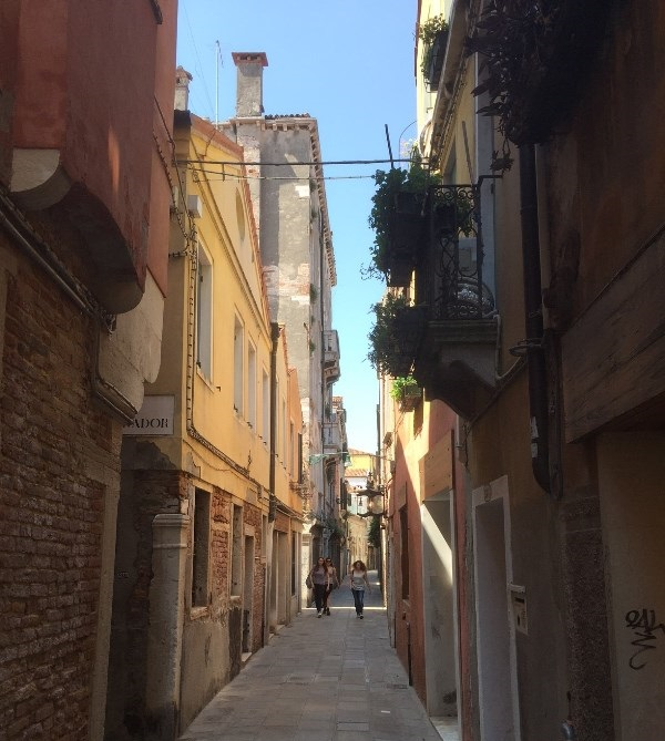 Calle-Lunga-San-Barnaba-Venetië