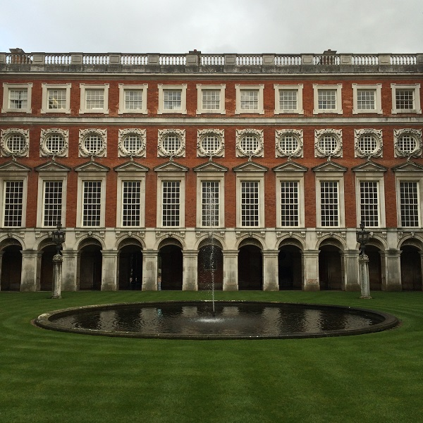 Canaletto-Hampton-Court-Londen (3)