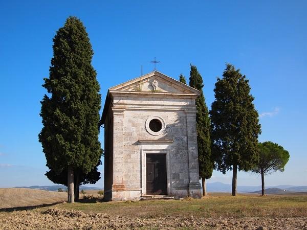 Cappella-Madonna-di-Vitaleta-San-Quirico-Val-Orcia-Toscane (3)