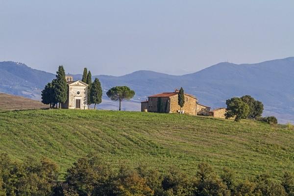 Cappella-Madonna-di-Vitaleta-San-Quirico-Val-Orcia-Toscane (7)