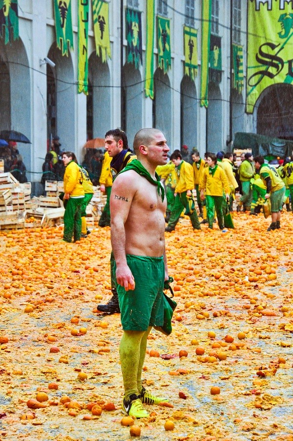 Carnaval-Ivrea-Italië-sinaasappels-10