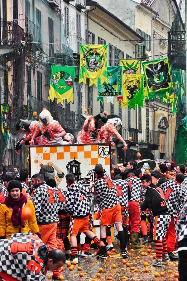 Carnaval-Ivrea-Italië-sinaasappels-3