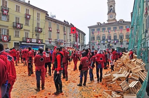 Carnaval-Ivrea-Italië-sinaasappels-7