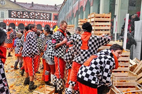 Carnaval-Ivrea-Italië-sinaasappels-8