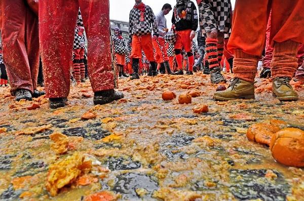 Carnaval-Ivrea-Italië-sinaasappels-9