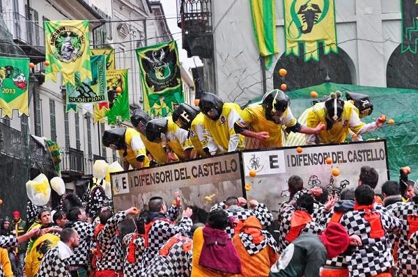 Carnaval-Ivrea-Italië-sinaasappels