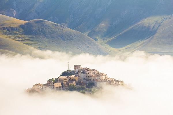 Castelluccio-Umbrie-mist