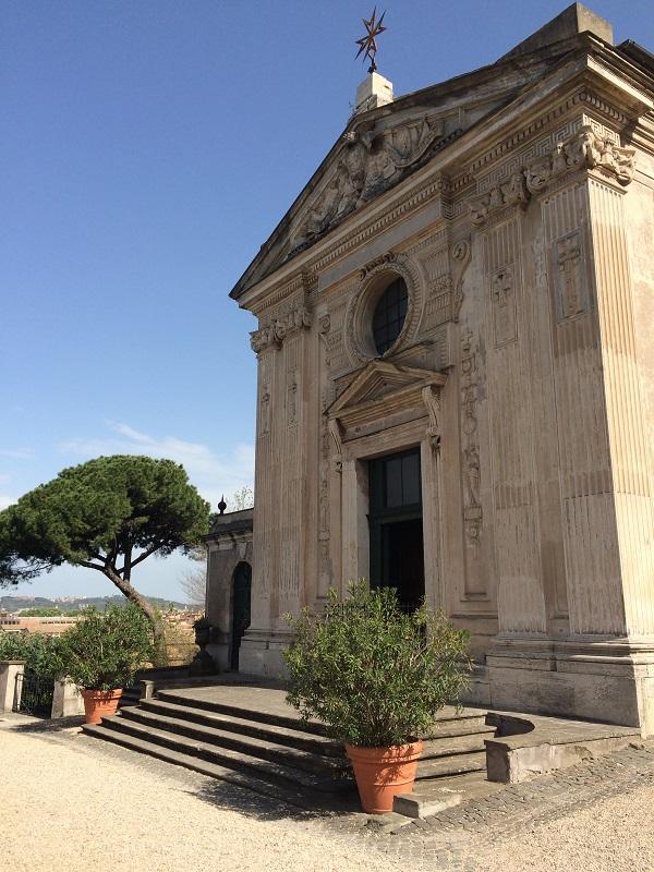 Chiesa-Santa-Maria-del-Priorato-Aventijn-Rome (1)