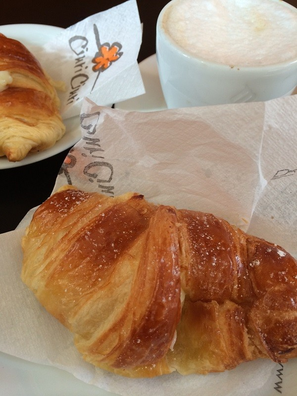 Ciuri-Ciuri-ontbijt-cornetto-crema-Rome