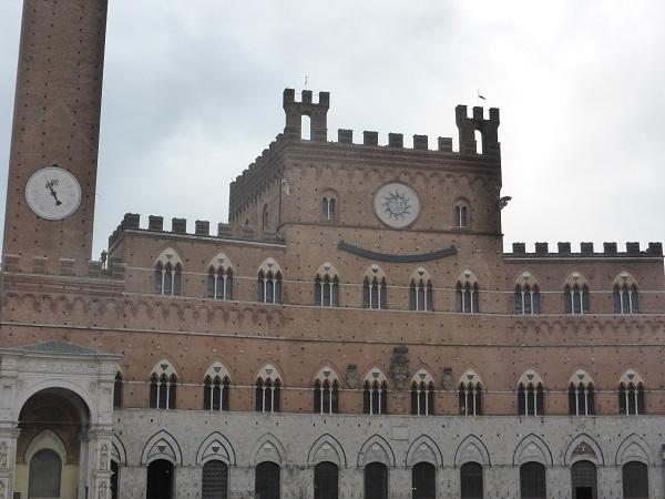 Clet-Palazzo-Pubblico-Siena (2)