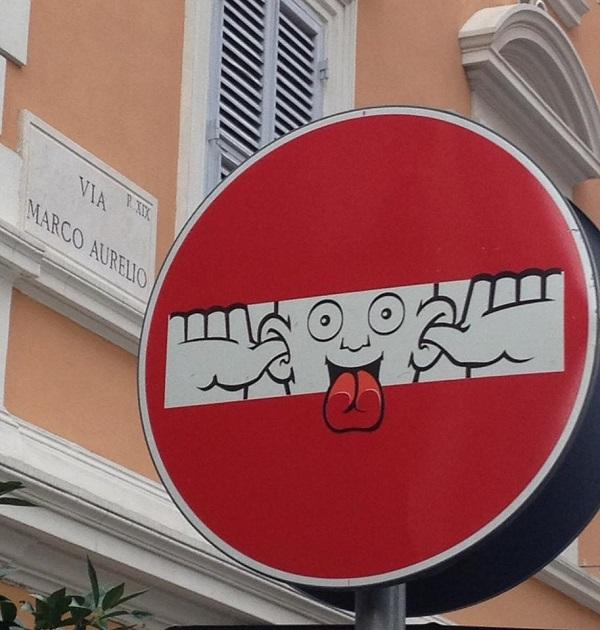 Clet-verkeersbord-kunst-Italie