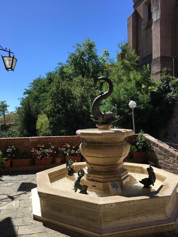 Contrada-Onda-Siena (1)