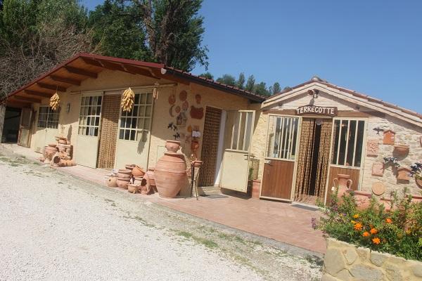 Daniele-Giombi-keramiek-terracotta-Fratte-Rosa-Italian-Stories (3)
