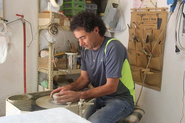 Daniele-Giombi-keramiek-terracotta-Fratte-Rosa-Italian-Stories (4)