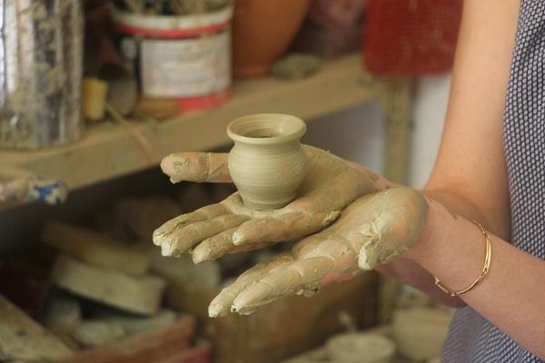 Daniele-Giombi-keramiek-terracotta-Fratte-Rosa-Italian-Stories (7)