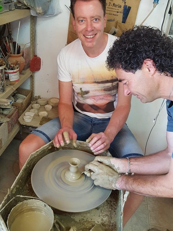Daniele-Giombi-keramiek-terracotta-Fratte-Rosa-Italian-Stories (8)