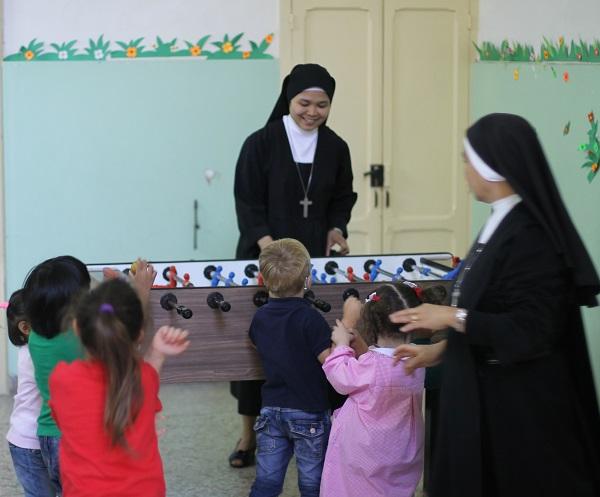 De weeskinderen van het klooster van Chiesa San Gregorio Armeno