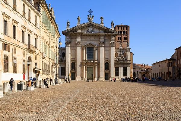 Duomo-Mantova-Piazza-Sordello