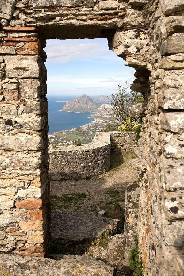Erice-Sicilië-uitzicht-zee