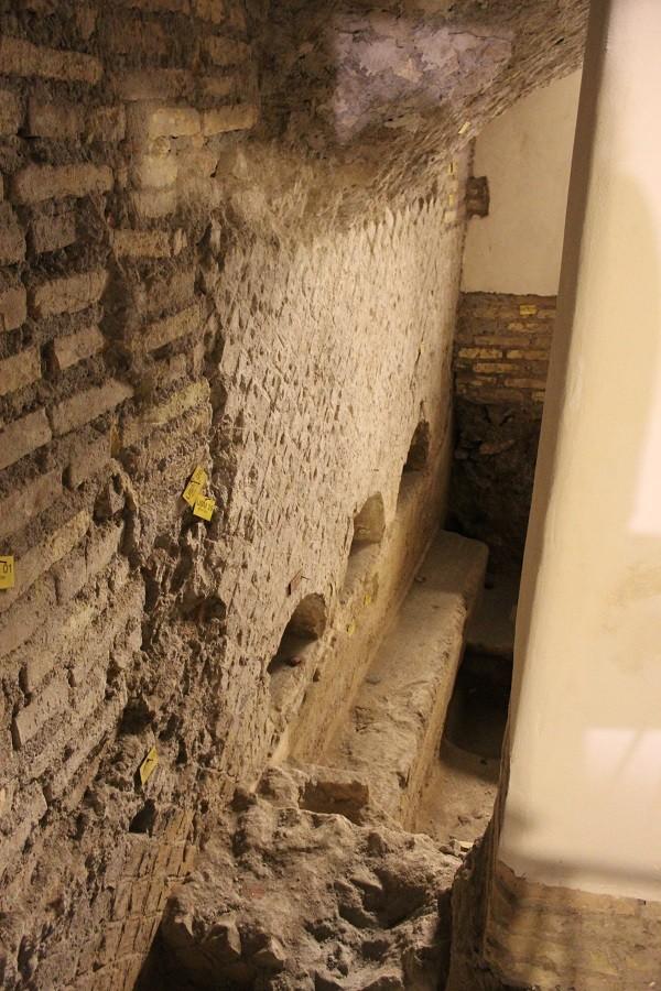 Etruskisch-graf-bunker-Mussolini-Villa-Torlonia-Rome