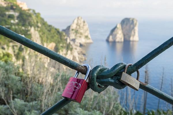 Faraglioni-rotsen-Capri (3)