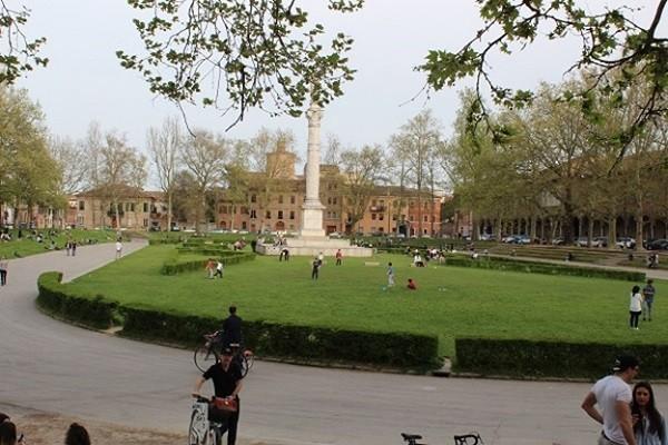 Ferrara-Piazza-Ariostea
