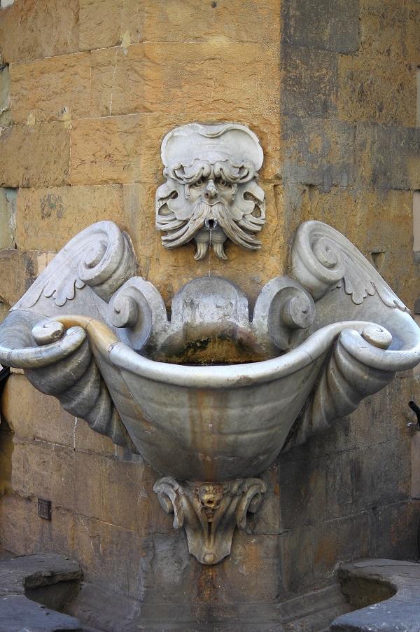 Fontana-dello-Sprone-Buontalenti-Florence (1)