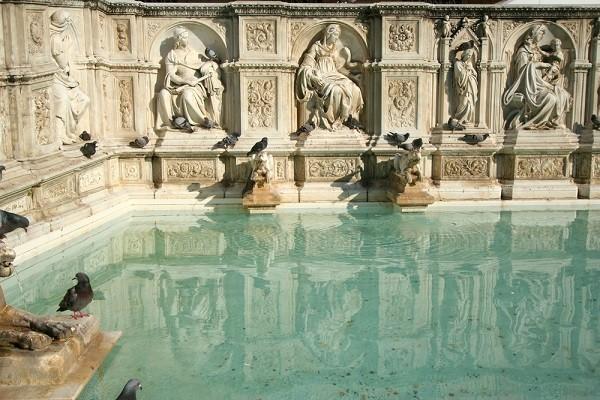 Fonte-Gaia-Piazza-del-Campo-Siena (3)