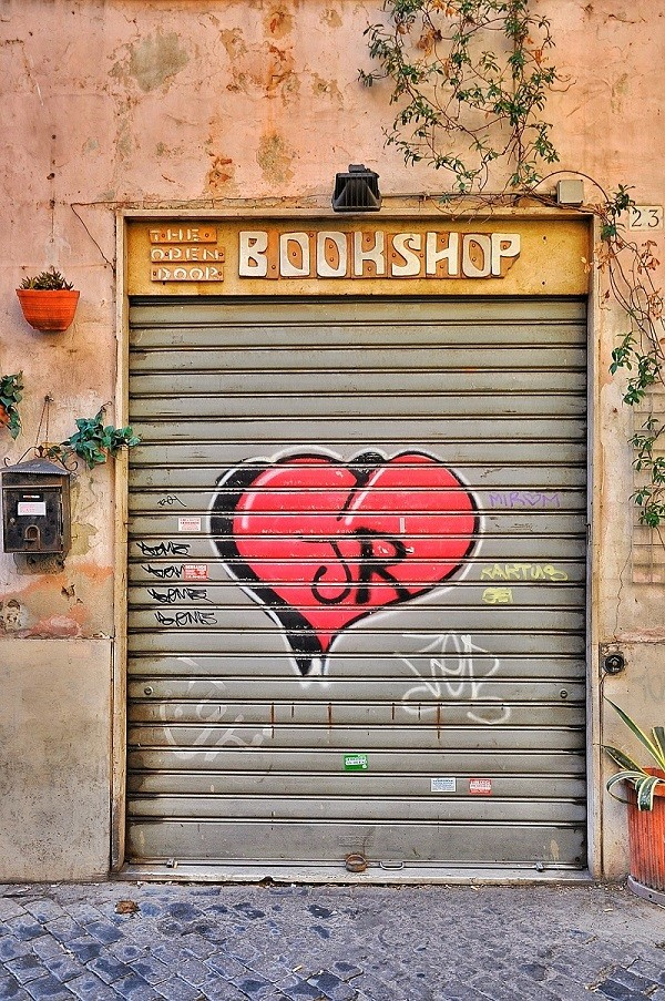 From-Rome-with-love-bookshop-Trastevere