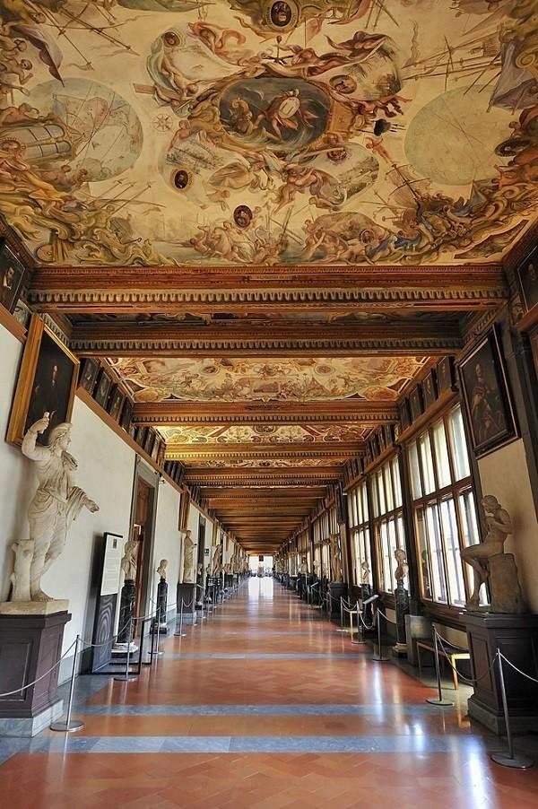 Galleria-degli-Uffizi-Florence (1)