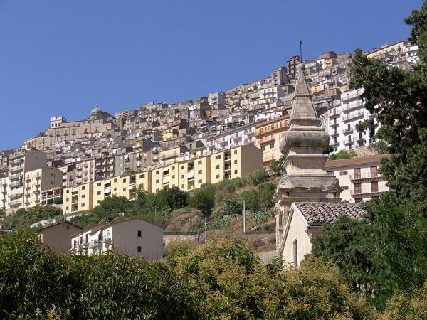 Gangi panoramica del villaggio